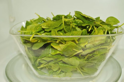 spinach in a bowl raw