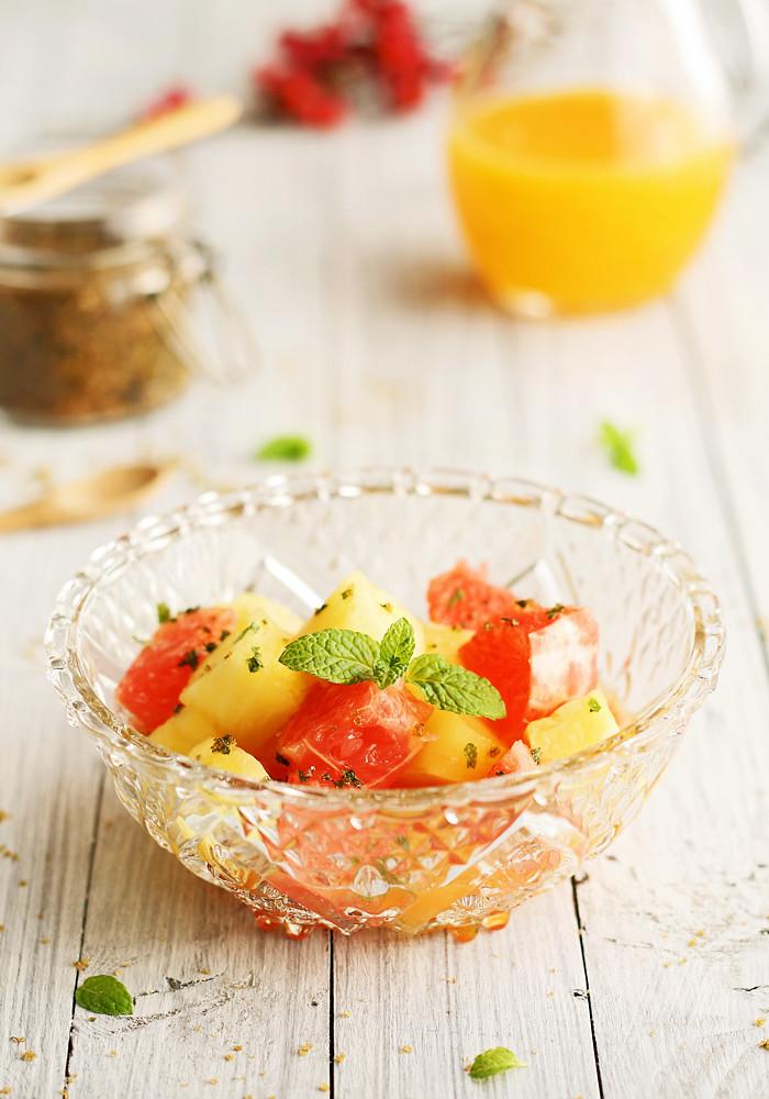piña y pomelo rojo con zumo de clementina y azúcar de menta