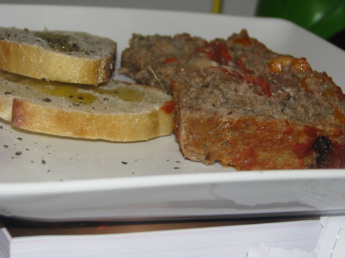Pizza Meatloaf with Garlic Bread