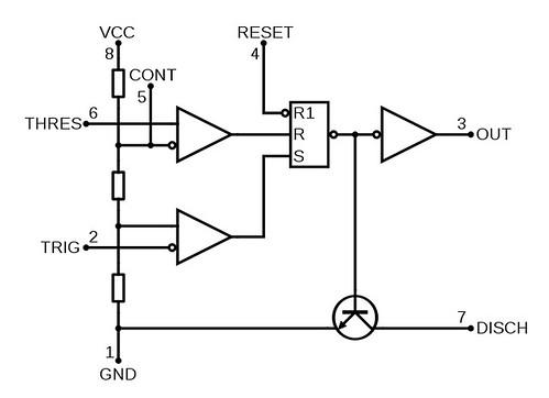 723px-NE555 Bloc Diagram