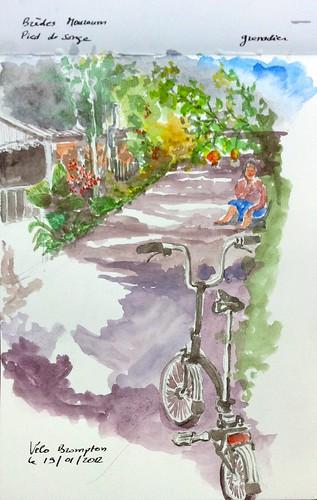 Vélo et ruelle ombragée (Réunion)