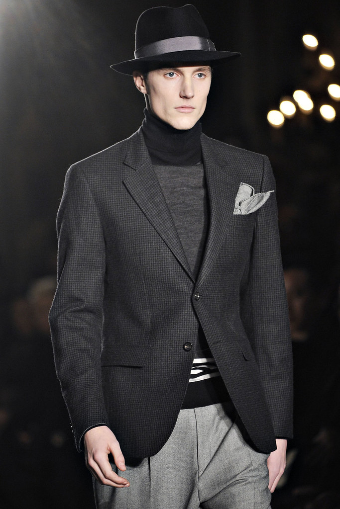 FW12 Milan Moschino062_Charlie Timms(VOGUE)
