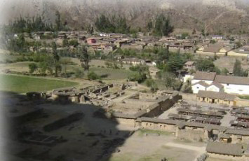 vista-de-poblacion-de-ollantaytambo-urubamba-cusco