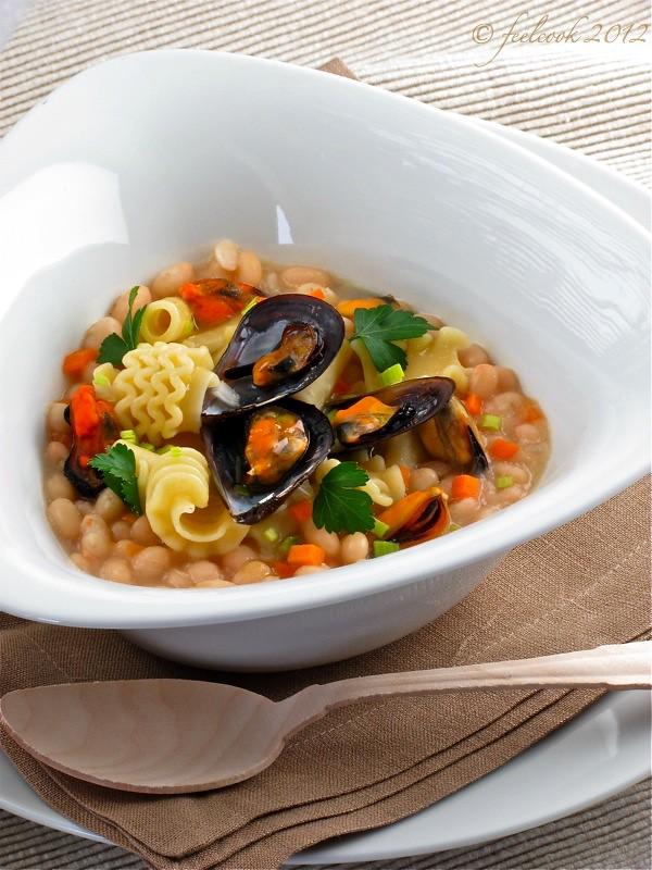 Zuppetta di fagioli del Purgatorio con pasta mista e cozze