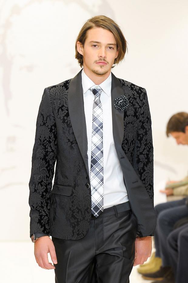 Rob Moore3369_FW12 Milan Roccobarocco(fashionising.com)