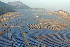中國最大的太陽能電廠,徐州20兆瓦光伏電站,配備有固定式與追蹤型的太陽能系統,2009年上線。(保利協鑫能源控股公司提供)
