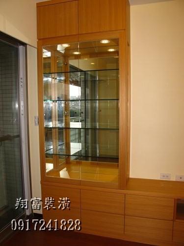2 客廳展示櫃