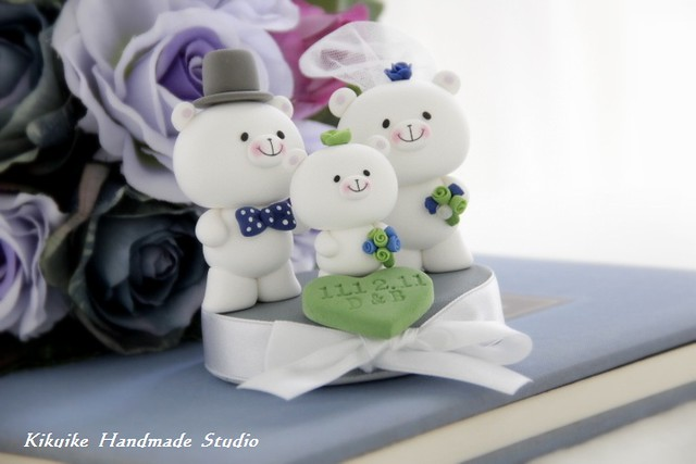 Wedding Cake Topperlove bear with a little baby