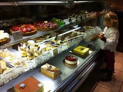 breakfast(0.0), brunch(0.0), charcuterie(0.0), restaurant(0.0), buffet(0.0), smã¶rgã¥sbord(0.0), meal(1.0), bakery(1.0), food(1.0), dish(1.0), pã¢tisserie(1.0), cuisine(1.0),
