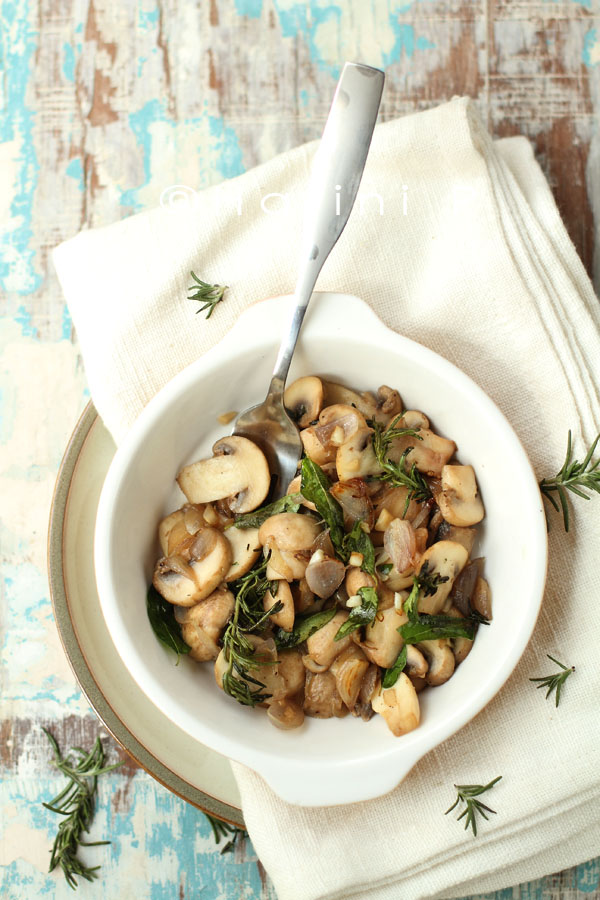 Sauteed mushrooms with shallots