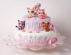 baked goods(0.0), torte(0.0), wedding cake(0.0), cake(1.0), buttercream(1.0), fondant(1.0), sugar paste(1.0), food(1.0), cake decorating(1.0), icing(1.0), birthday cake(1.0), cuisine(1.0), pink(1.0),