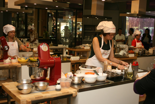 Seven contestants at ToTT Cooking Studio vying for the Bosch top prize