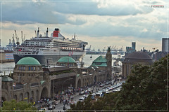 RMS Queen Mary 2 in Hamburg