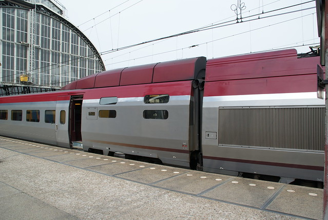 Train from Brussels Airport (BRU) to Leiden | Times and ...