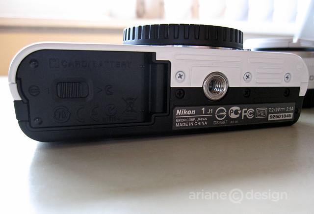 Nikon 1 J1 bottom