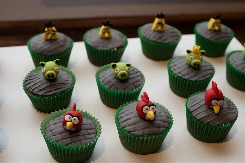... Peppa Pig, Angry Birds and social media cupcakes by Crazy Moose Bakery