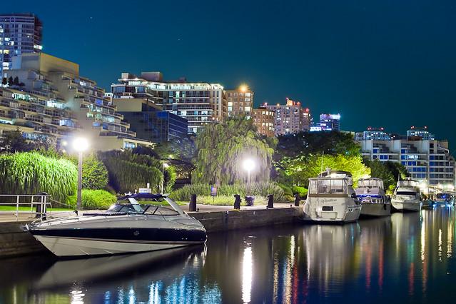Набережная Торонто ночью