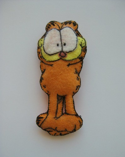 Garfield Brooch by ONE by one