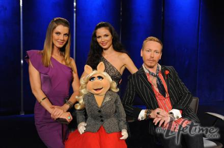 the judges pose for a photo, including Miss Piggy