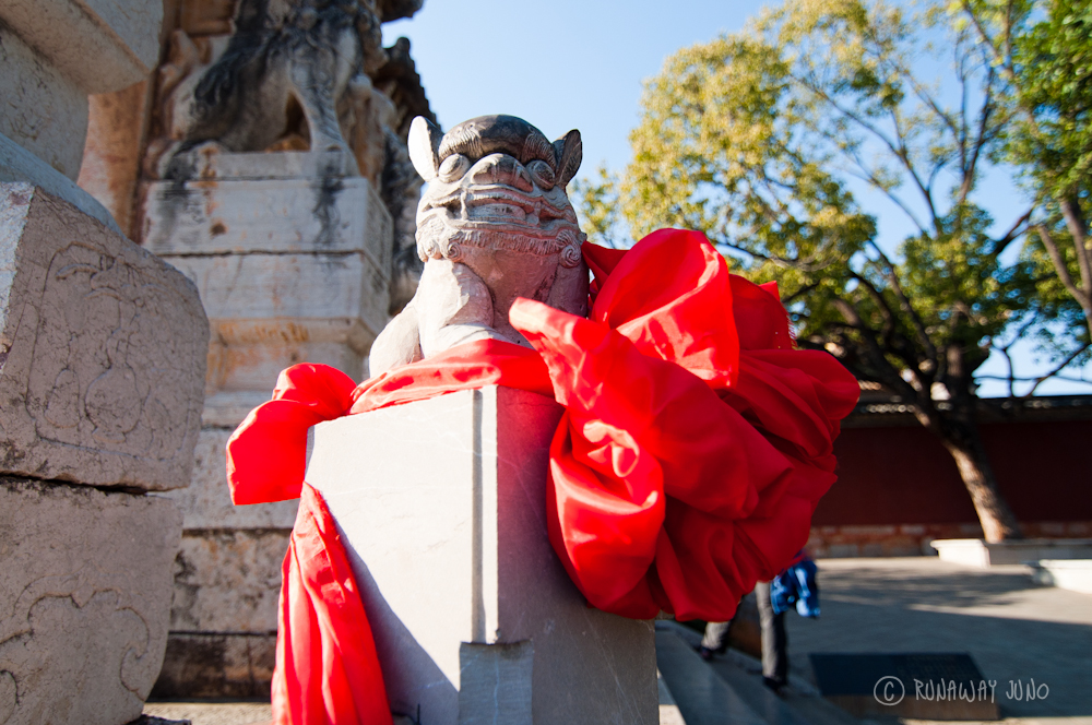 Red bow from Confucian temple