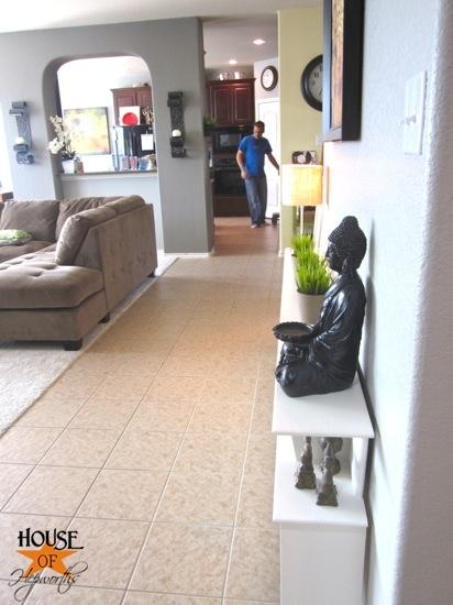 sofa_table_wall_living_room_hoh_09