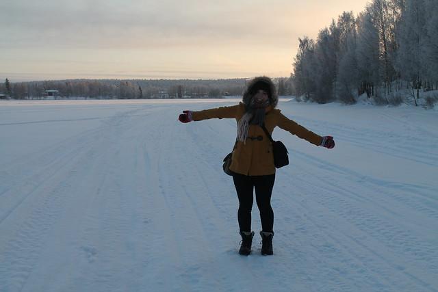Rovaniemi, usmievajúce dievča, zima, sneh, mráz