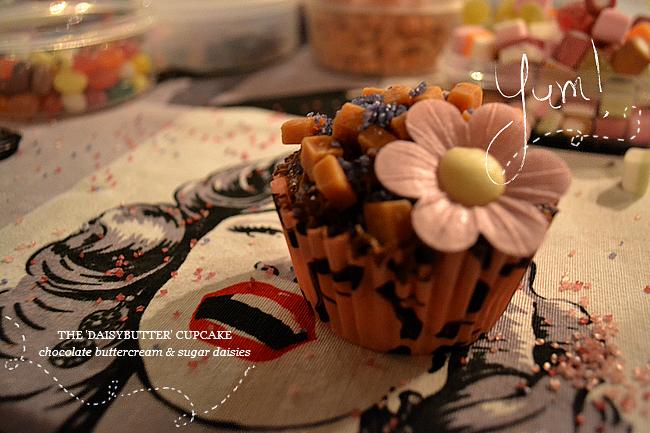 daisybutter - UK Style Blog: blogger event, cupcake, #ZOMGbloggersbash, rockalily lipstick, zomg lipstick