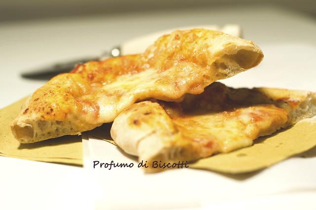 Pizza al piatto con lievito madre