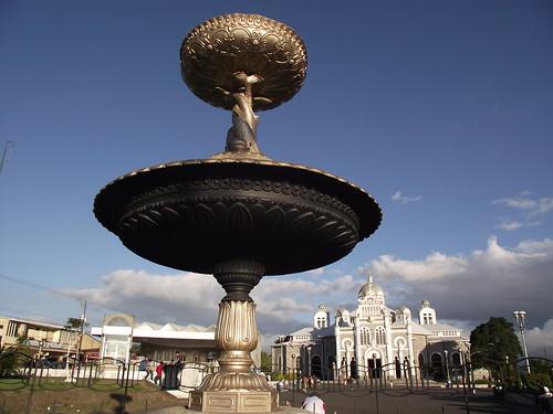 Fuente de los Delfines-Cartago-Enero 2012 by Reyleomessi