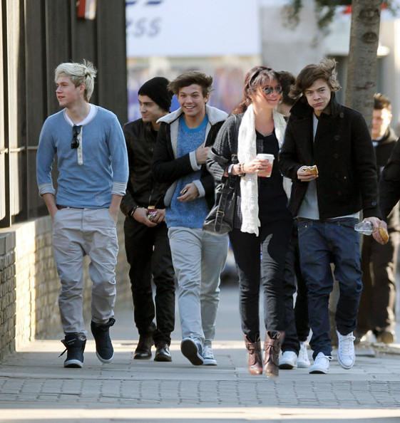 Bye bye hollywood hills.../One Direction&Selena
