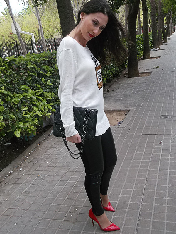 Leggings, cargo, polipiel negros, stilettos rojos, jersey, black cargo leggings, faux leather, red stilettos, jersey, Love Potion Nº 9, zara, she inside, prada, Bershka
