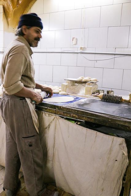 Iranian bakery in Isfahan イスファハンのナン屋さん
