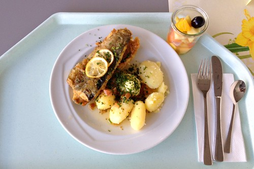 "Forelle ""Müllerin Art"" mit Kräuterkartoffeln / Trout meuniere (panfried) with herb potatoes"