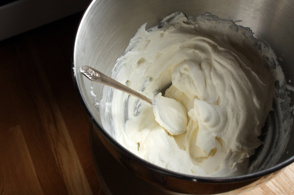 Whipped coconut topping