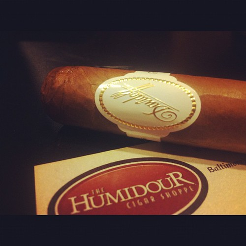 A Davidoff Special R here at the @Humidourcigarmd