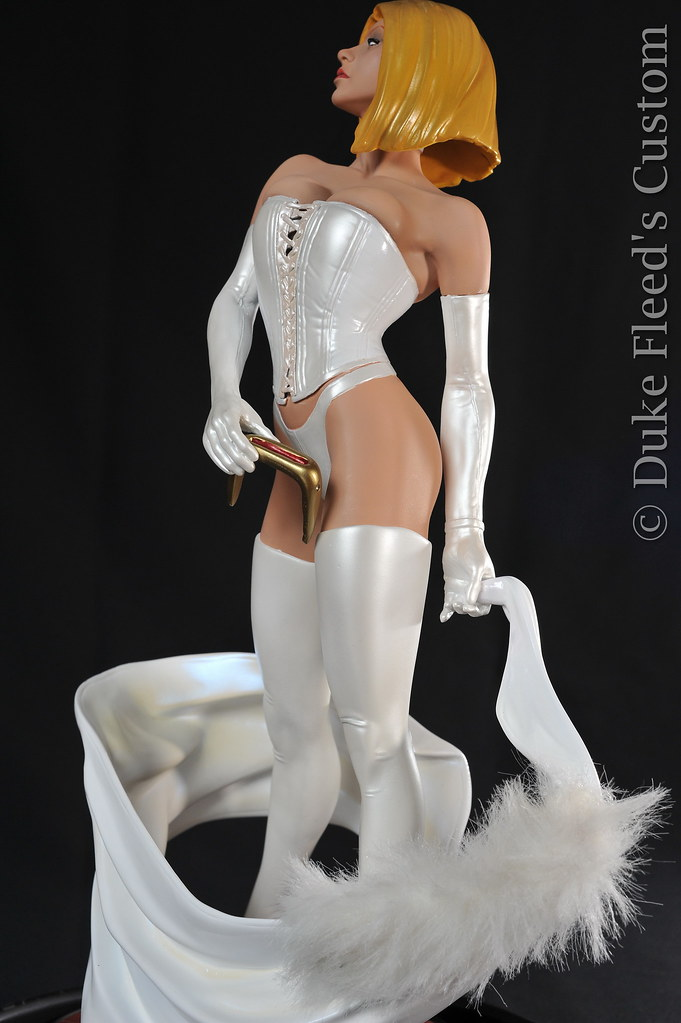 From Black to White Queen Sideshow collectibles 6806163898_2cba51ee46_b