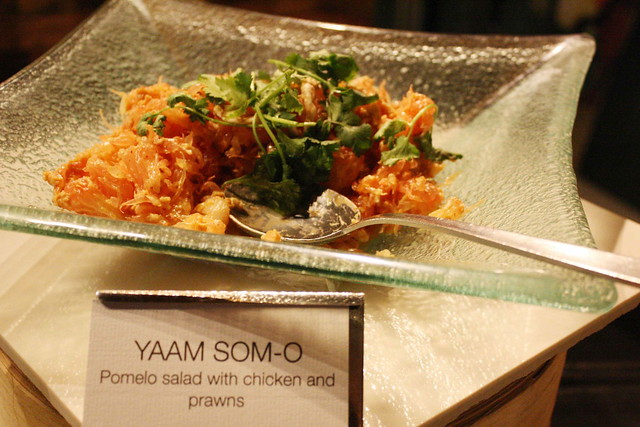 Pomelo salad with chicken and prawns