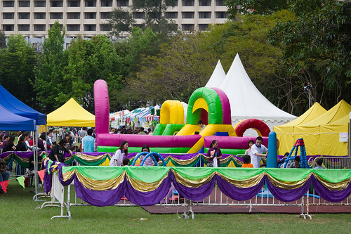 在花展裡, 為了安撫小孩子的心靈, 免不俗的怎也有些兒童樂園甚麼的