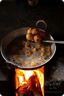 Delicious, deep fried sin! Aloo Bonda