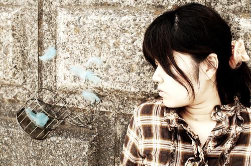 [フリー画像素材] 人物, 女性 - アジア, 鳥かご, 日本人, 人物 - 目を閉じる ID:201202212200