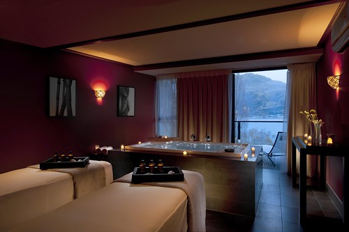 A surreal spa experience travel associates in queenstown for Surreal salon 8