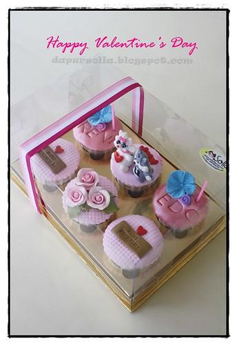 Valentine's Day Cupcakes - Reni & Edo