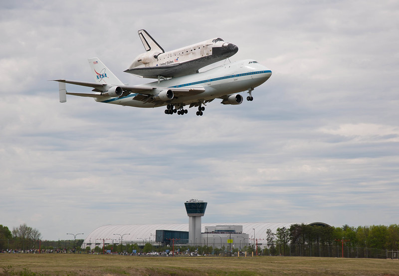 Shuttle Discovery Fly-Over (201204170015HQ).jpg