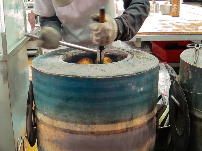 baker at Taiwan's Shilin Market