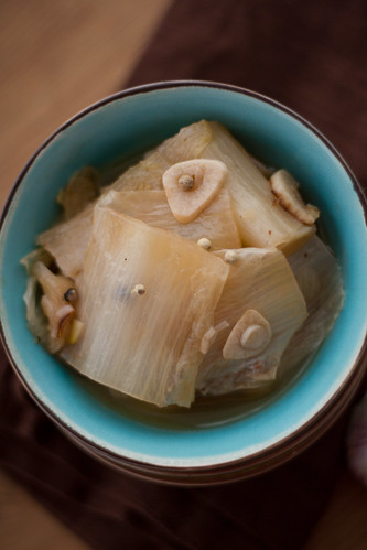 Chinese cabbage braised in chicken stock / Kanaleemes hautatud Hiina kapsas