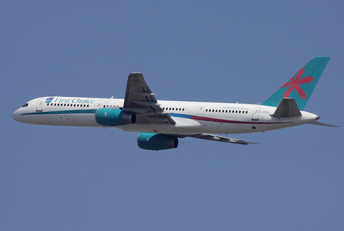 Mars 2012 - FIRST CHOICE Boeing 757-200   G-OOOX - LFBO - TLS