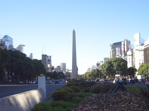 Av. 9 de Julio, Buenos Aires (7月9日通り)