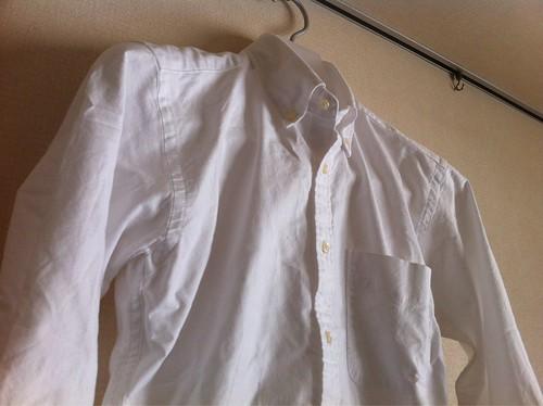 ユニクロのオックスフォード白長袖シャツ