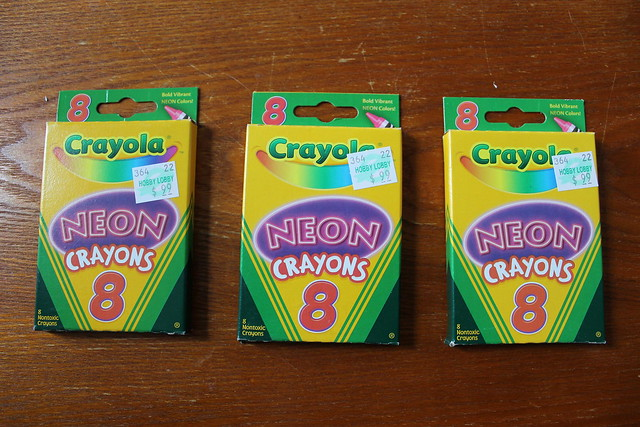 DI(fr)Yday: How to make chunky neon rings with crayons and a metal hardware nut