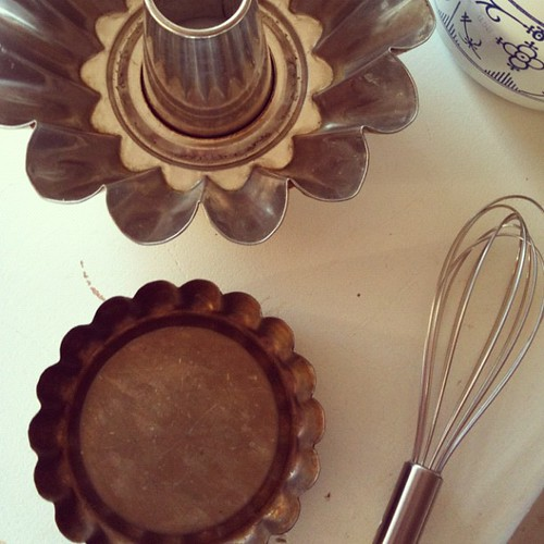 Vintage tartelette pans and an old brioche (?) tin